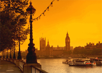 Low cost flights to travel to London